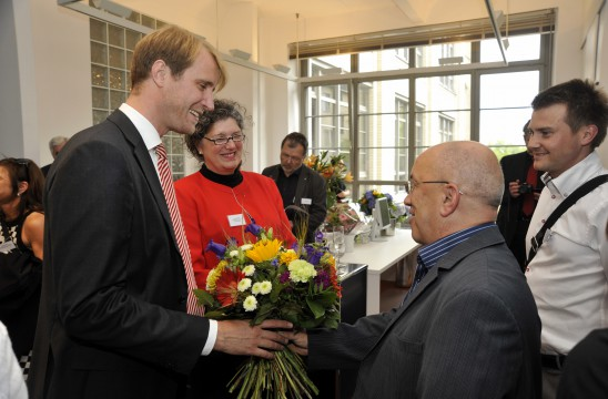 Vera Schmitz, BDIA Präsidentin und Constantin von Mirbach, BDIA Bundesgeschäftsführer begrüßen die Gäste zum Eröffnungsfest der neuen Büroräume in Berlin