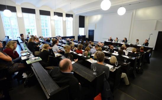 """BDIA Bundesmitgliederversammlung im Hörsaal Museum für Hamburgische Geschichte; Podium """"Wir! sind die Innenarchitekten""""; Foto: www.image-point.de/Uwe Ernst"""