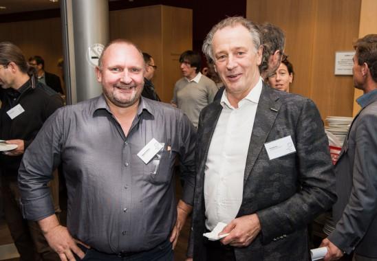 Austausch in der Pause Bundesmitgliederversammlung 2015 in Düsseldorf. Foto: Oliver Edelbruch