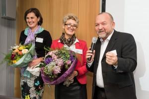 Prof. Rudolf Schricker (re.) gratuliert seiner Nachfolgerin Vizepräsidentin Pia A. Döll (li.)  zur neuen Aufgabe